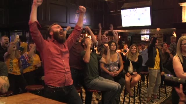 stockvideo's en b-roll-footage met australia and new zealand fans react to rugby world cup finale - rugby sport