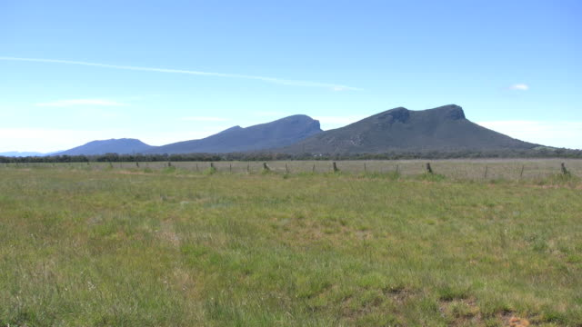 australia grampians in the distance - meadow stock videos & royalty-free footage