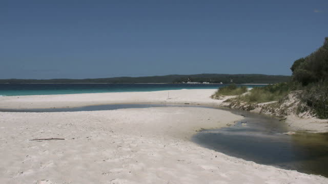 australia hyams beach at jervis bay stream - 2014年点の映像素材/bロール