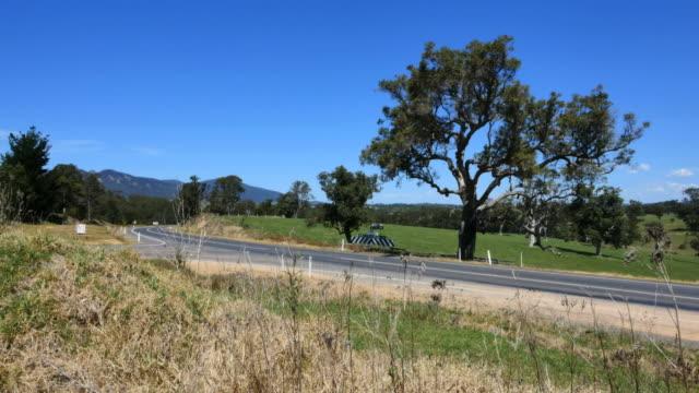 stockvideo's en b-roll-footage met australia mumbulla highway with cars - kant van de weg