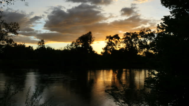 australia murray river at albury cloud - 2014年点の映像素材/bロール
