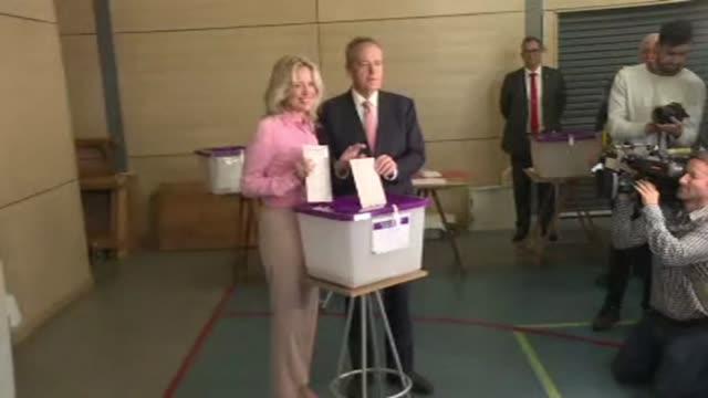 AUS: Australia: Opposition leader Bill Shorten casts his vote