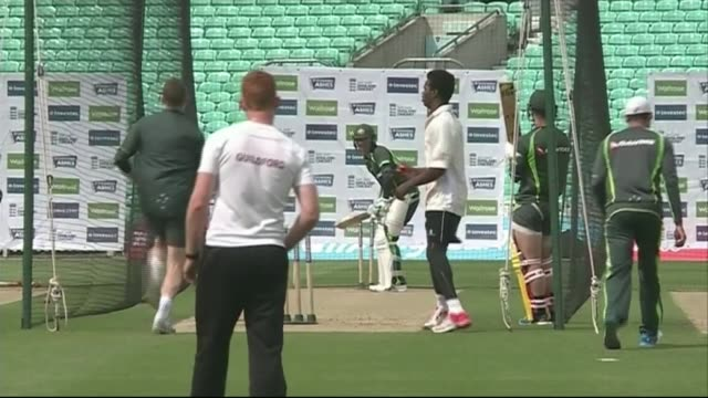 australia practise at the oval; england: london: the oval: ext various shots of australia cricket team practice session - squadra di cricket video stock e b–roll