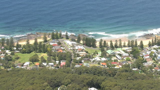 australia settlement along coast near wollongong pan - 2014年点の映像素材/bロール