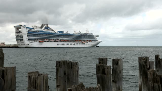 vídeos de stock e filmes b-roll de australia the golden princess cruise ship is seen at station pier strict restrictions in place for australians as number of confirmed coronavirus... - princesa