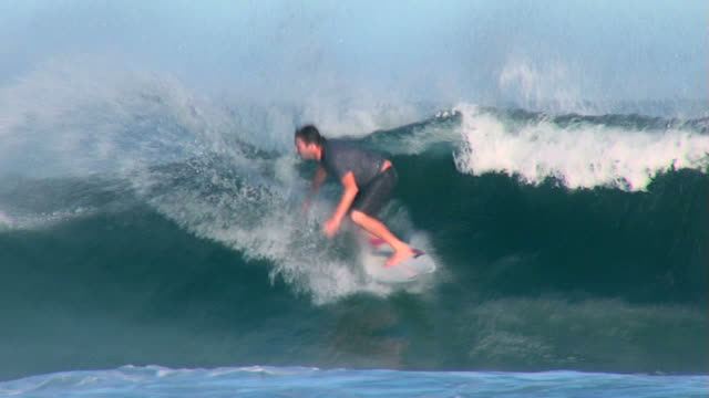 stockvideo's en b-roll-footage met australia wave with surf on surfing - surfen