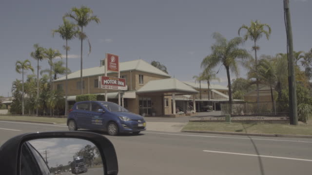 Australia_4k_landscape_road_motel_truck