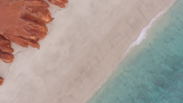 Australia_drone_4k_drone_broome_kimberleys_sand_beach_red_cliff