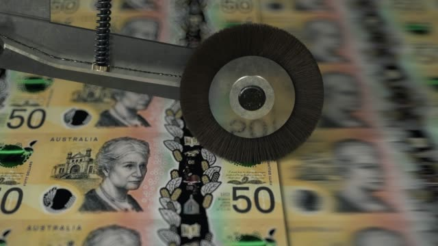 australian 50 dollar banknotes being printed - pressa da stampa video stock e b–roll