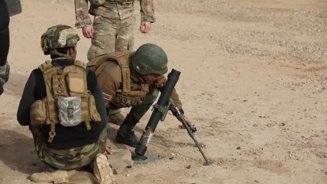 australian and u.s. army trainers conduct mortar training with members of the qwat khasa, iraqi army, at a live fire range with 60mm mortars at the... - isil konflikt stock-videos und b-roll-filmmaterial