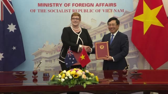 Australian Foreign Minister Marise Payne kicks off her official visit to Vietnam by meeting Vietnamese counterpart Pham Binh Minh in Hanoi a visit...