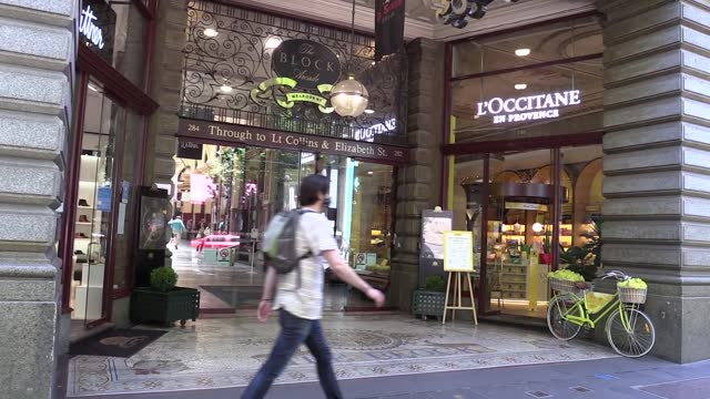 australian local authorities are trying to improve their city environments with new decorations after the second covid-19 lockdown in the country. on... - größter stock-videos und b-roll-filmmaterial