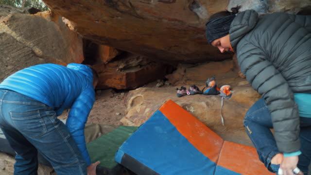 Australian Locals in Sport: A couple bouldering at Grampians, Victoria