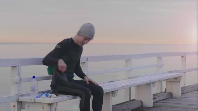vídeos de stock, filmes e b-roll de australian locals in sport - diving suit