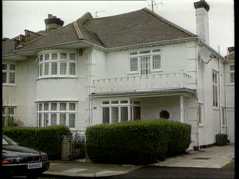 Australian Nanny Louise Sullivan Trial North London GV Jongens' family home Patio doors