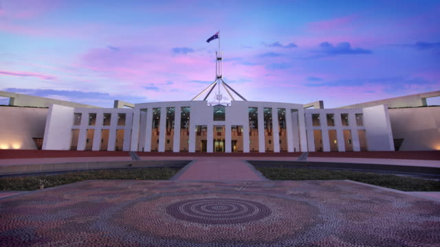 australische parliament house in canberra, australien - demokratie stock-videos und b-roll-filmmaterial