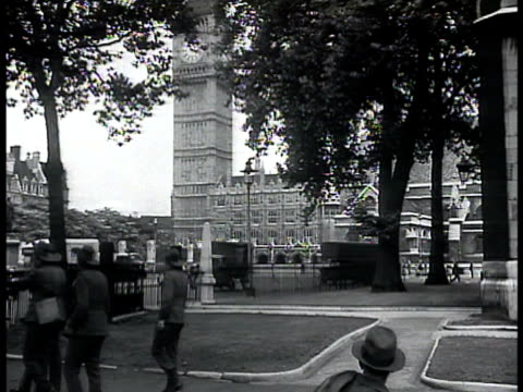 australian soldiers walking through park, parliament buildings & clock tower bg. australian & canadian soldiers socializing on sidewalk, us... - narrating stock videos & royalty-free footage