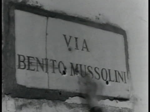 australian soldiers walking up to building w/ ' via benito mussolini' sign, crossing out benito mussolini adding ' australia '. anzacs wwii - north africa stock videos & royalty-free footage