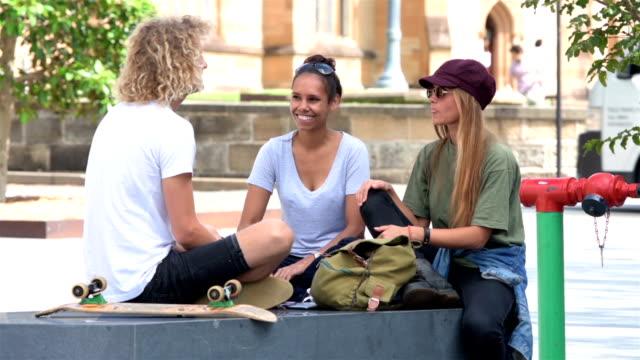australian studenten - multi ethnic group stock-videos und b-roll-filmmaterial