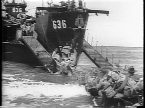 vídeos de stock, filmes e b-roll de australian troops on the beach / troops holding long line of rope entering the water / troops with supplies wading through water to board a ship /... - moving activity