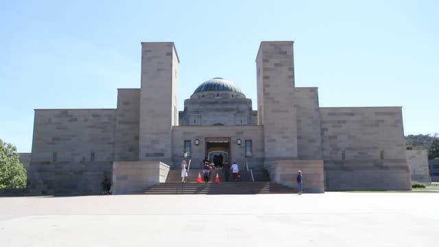 australian war memorial exterior - memorial stock videos & royalty-free footage