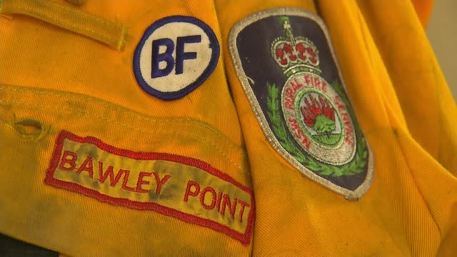 daughter of firefighter who died receives posthumous award in his place australia new south wales ext rear view firefighter spraying water on ground... - fire hose stock-videos und b-roll-filmmaterial