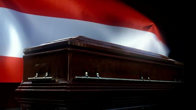 österreich-flagge hinter sarg - austria flag stock-videos und b-roll-filmmaterial