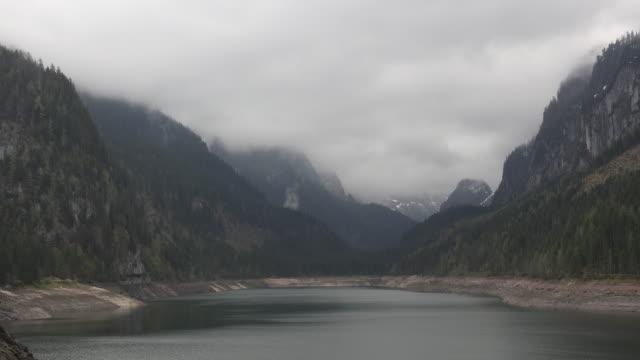 austria low cloud over the dachstein time lapse - アッパーオーストリア点の映像素材/bロール