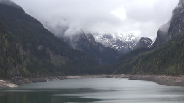 austria mist on lake and haher dachstein peaks - アッパーオーストリア点の映像素材/bロール