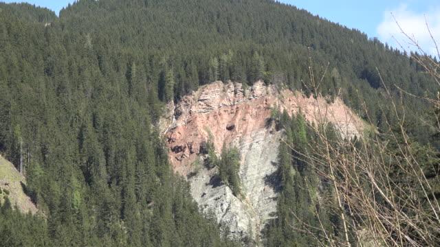 Austria zooms on landslide scar