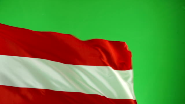 österreichische flagge auf green-screen, real video, nicht cgi - super-slow-motion (österreich) - austria flag stock-videos und b-roll-filmmaterial