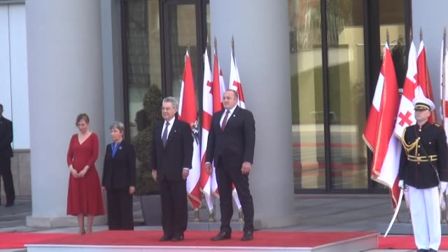 austrian president heinz fischer welcomes his georgian counterpart georgi margvelashvili during the official welcoming ceremony at the georgian... - österreichische kultur stock-videos und b-roll-filmmaterial