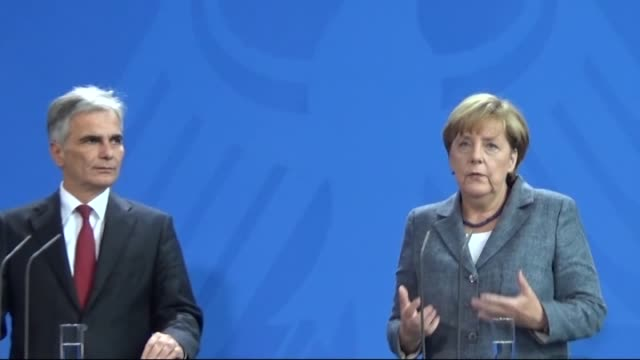 stockvideo's en b-roll-footage met austrian prime minister werner faymann and german chancellor angela merkel hold a joint press conference following their meeting at the chancellery... - oostenrijkse cultuur