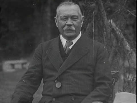 author sir arthur conan doyle walking outside house with terrier dog / doyle removes hat, takes seat, talks to camera. sir arthur conan doyle on... - rassehund stock-videos und b-roll-filmmaterial