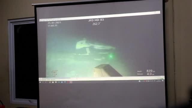 vídeos y material grabado en eventos de stock de authorities have recovered items from the wreckage of the sunken indonesian navy submarine kri nanggala 402 - indonesia