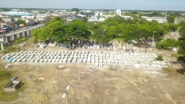 authorities in guayaquil dig graves to bury coronavirus victims in the epicentre of the pandemic in ecuador - digging stock videos & royalty-free footage