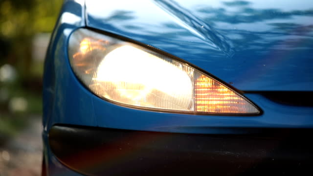 auto blinker on headlight - fanale anteriore video stock e b–roll