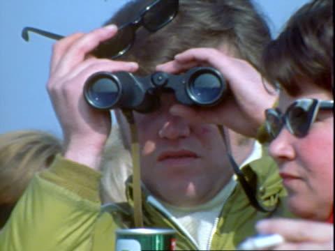 auto racing crowds, spectators - binoculars stock videos & royalty-free footage