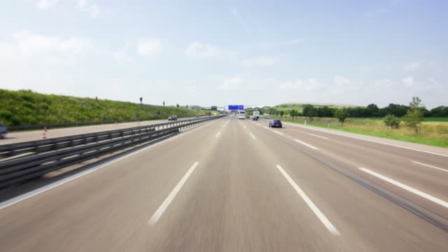 pov autobahn drive in munich - schild stock-videos und b-roll-filmmaterial