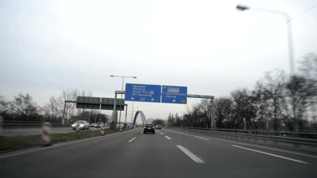 autobahn, deutsche autobahn, zeitraffer - fernverkehr stock-videos und b-roll-filmmaterial