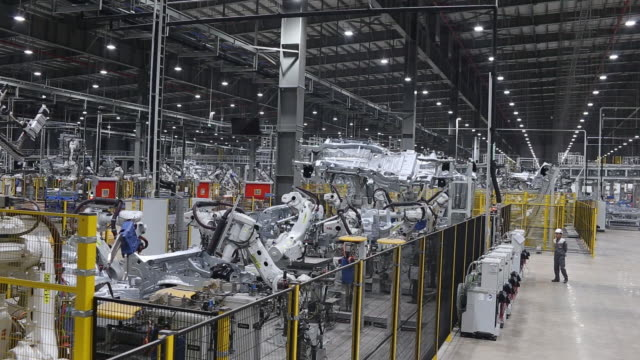 automated car production line in vinfast factory, hai phong, vietnam, on wednesday, dec 4, 2019. - halle gebäude stock-videos und b-roll-filmmaterial