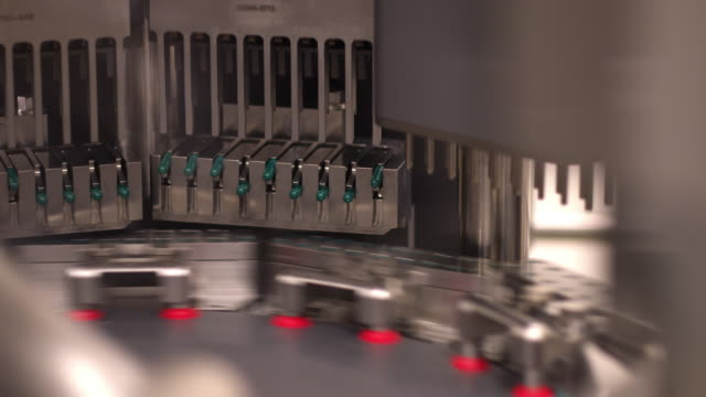 automated machine sorting medicine capsules - pharmaceutical factory stock videos & royalty-free footage