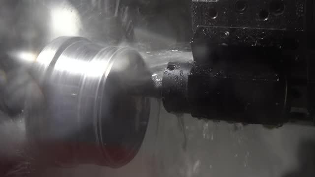 自動機械金属加工 - 挽く点の映像素材/bロール