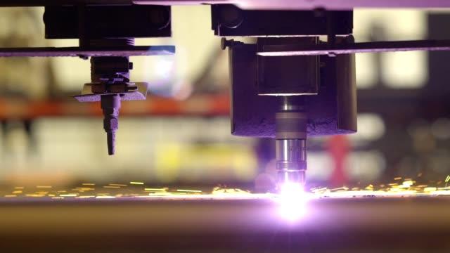 vidéos et rushes de cutter plasma automatisée - tôle