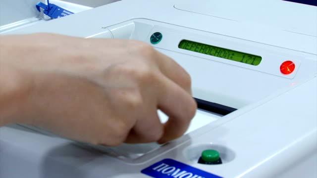 投票所の自動投票箱 - 権力点の映像素材/bロール