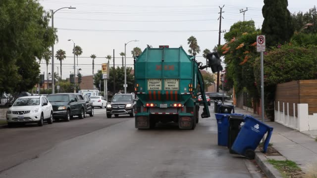 automatic garbage removal in the streets of venice beach in los angeles usa - bin bag stock videos & royalty-free footage