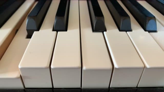 automatic piano - strumento musicale video stock e b–roll