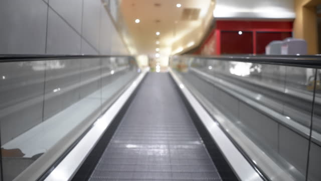 automatic walkway no people under coronavirus outbreak pandemic lockdown - shopping centre stock videos & royalty-free footage