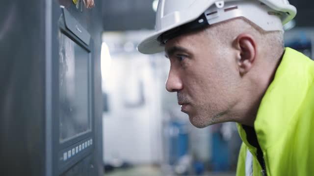 funzionamento della macchina di automazione non riesce - pannello di controllo video stock e b–roll