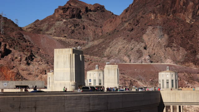 automobiles and tourists move along the hoover dam - hoover staudamm stock-videos und b-roll-filmmaterial
